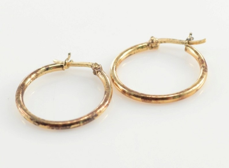 What are the Different Earring locks we see in the Market?